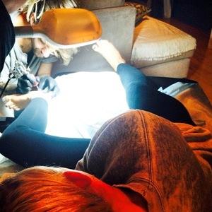 Miley Cyrus is tattoed by friend Cheyne Thomas, Instagram 27 July