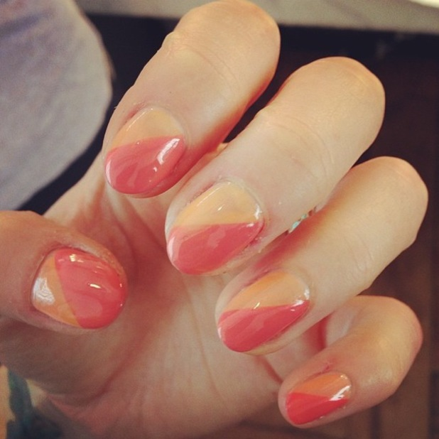 Fearne Cotton shows off a coral and peach diagonal manicure in an Instagram picture - 29 July 2014