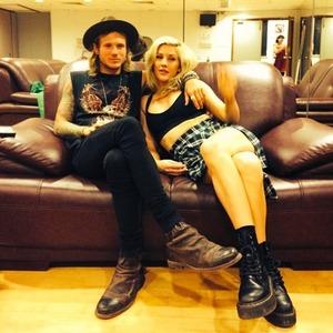 Ellie Goulding posts shot with boyf Dougie Poynter, 12 August 2014