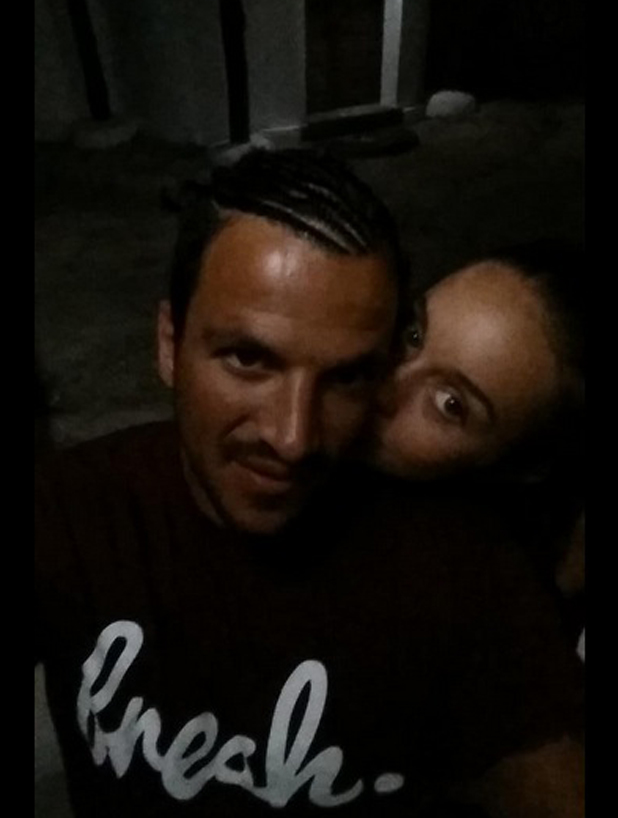 Peter Andre and Emily MacDonagh snuggle up for holiday selfie, 11 August 2014