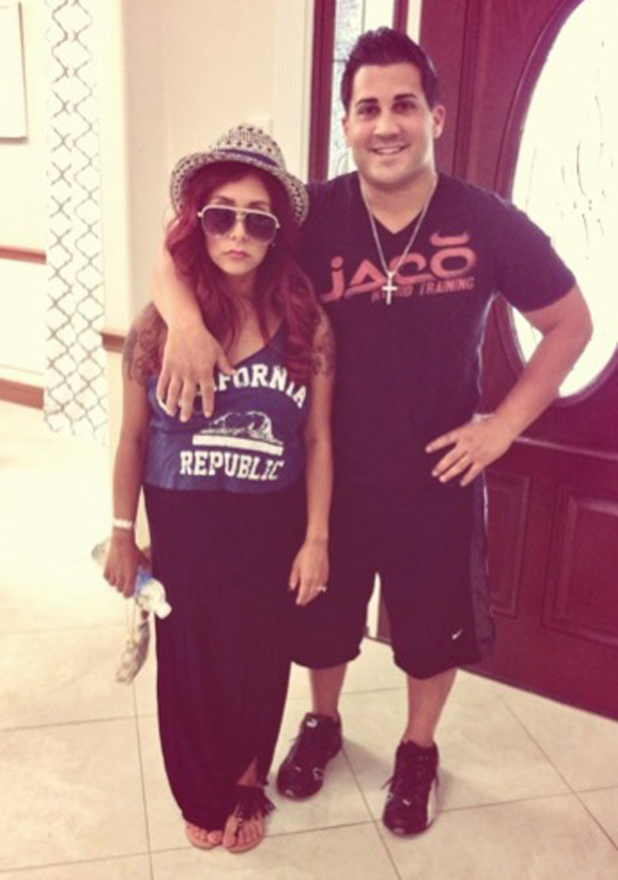 Snooki jokes that she isn't a morning person in new picture with Jionni LaValle, 15 August 2014