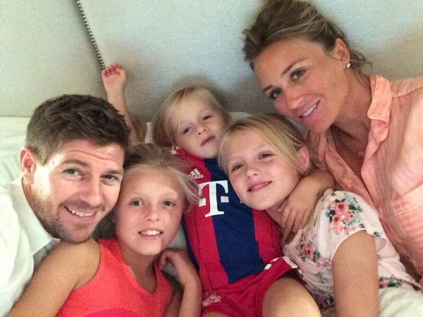 Alex Gerrard shares picture of daughters Lexie, Lilly-Ella and Lourdes reunited with Steven after holiday - 9 august 2014