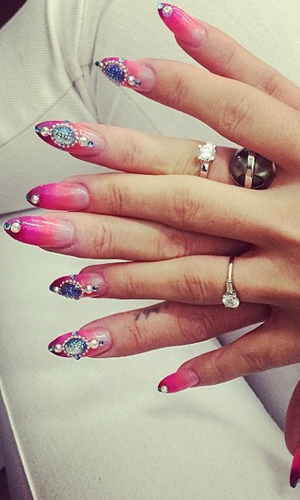 Lily Allen shows off bright nails on Instagram in June 2014
