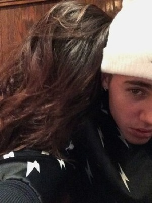 Justin Bieber takes photo of himself with Selena Gomez, Shots 28 August