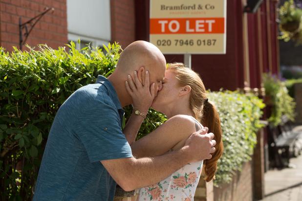 EastEnders, Bianca kisses Terry, Tue 2 Sep