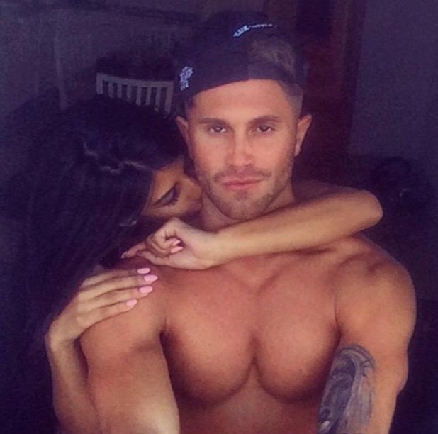 Jasmin Walia kisses boyfriend Ross Worswick in Marbella (27 August).