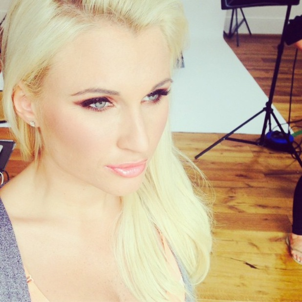 TOWIE star Billie Faiers flaunts copper smoky eyes and pink glossy lips by make-up artist Lisa Harris-Boys - 27 August 2014