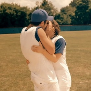 Made In Chelsea: New York - Alik Alfus and Louise Thompson kiss at baseball game (31 August).
