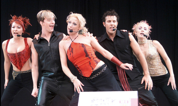 Steps (L-R) Lisa Scott Lee, Ian H Watkins, Faye Tozer, Lee Latchford Evans and Claire Richard perform on stage at the 'Party In The Park' concert in Hyde Park on July 4, 1999 in London.
