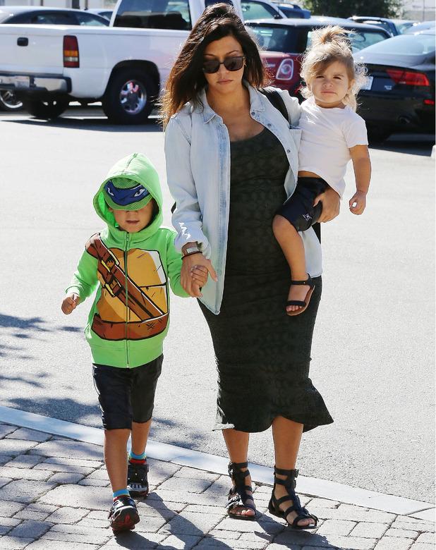 Pregnant Kourtney Kardashian spotted in California with kids Mason and Penelope, 6 September 2014