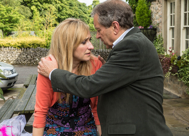 Emmerdale, Laurel kisses Ashley, Wed 10 Sep