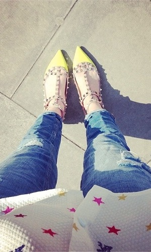 Rosie Fortescue posts picture of Valentino shoes on Twitter in March 2014