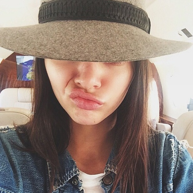 Kendall Jenner tries out a faux bob in an Instagram selfie - 22 September 2014