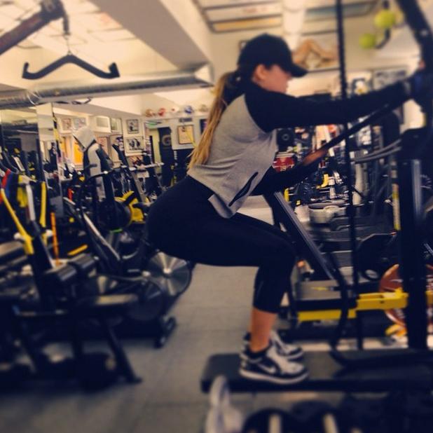 Khloe Kardashian does squats at the gym with Gunnar Peterson, 23 September 2014