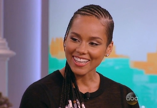 Pregnant Alicia Keys appears on US chat show, The View (29 September 2014).