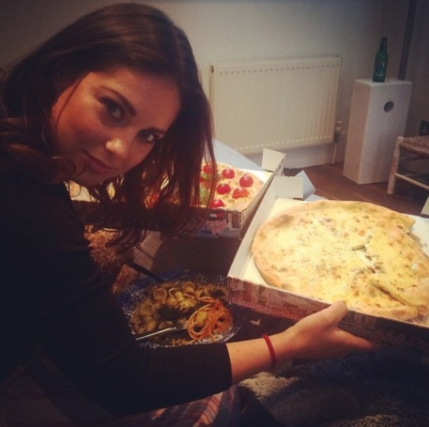 Made In Chelsea's Louise Thompson enjoys pizza with Alik Alfus on a casual night in - 28 September.