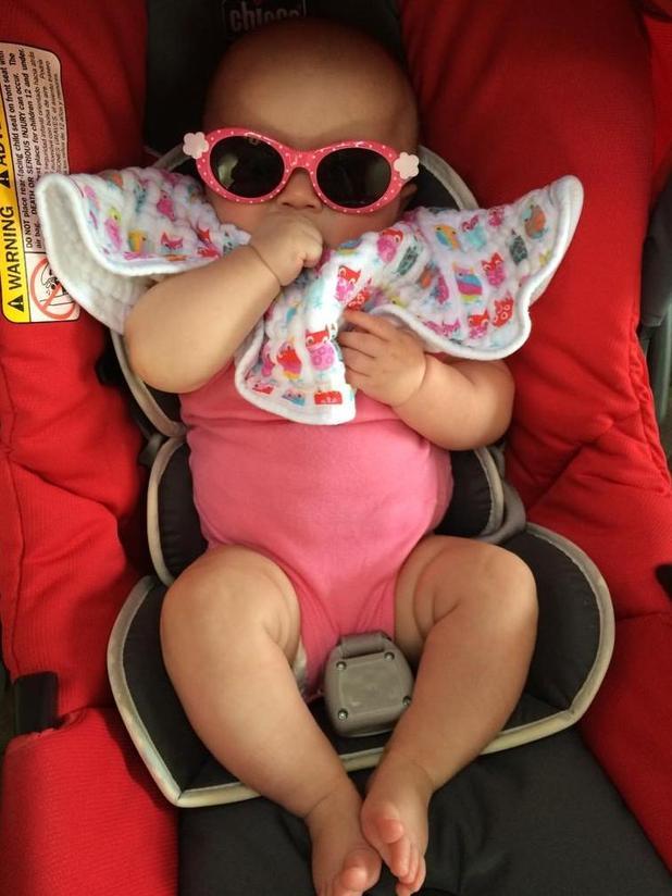 Kelly Clarkson dresses up daughter River Rose - 28 September 2014.