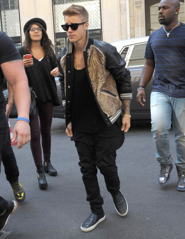 Justin Bieber Arrives At Paris Fashion Week In Leopard And Leather Celebrity News News Reveal