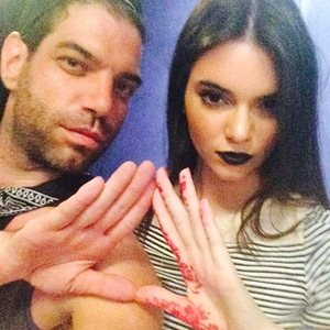 Kendall Jenner wears black lipstick in an Instagram picture - 31 March 2014