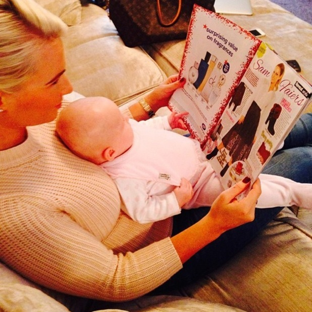 Billie Faiers and Nelly Shepherd read Sam Faiers' fashion and beauty column in Reveal magazine - 15 October 2014