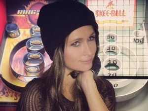 Paris Hilton flaunts brunette hair as she goes undercover in New York