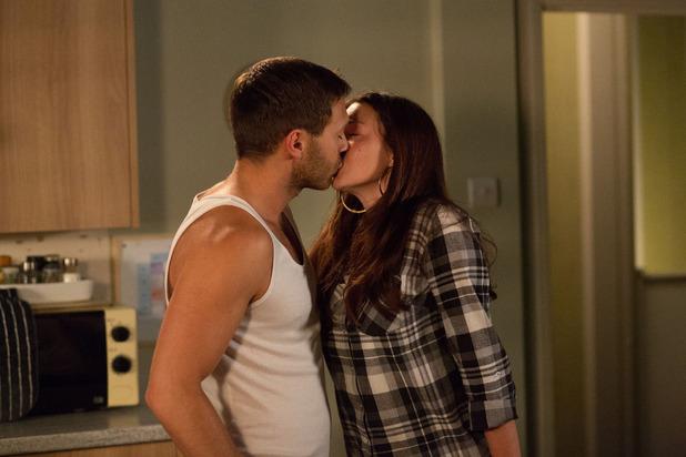 EastEnders, Stacey kisses Dean, Fri 24 Oct
