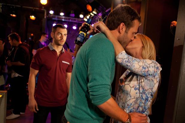 Hollyoaks, Leela kisses Lockie, Fri 24 Oct