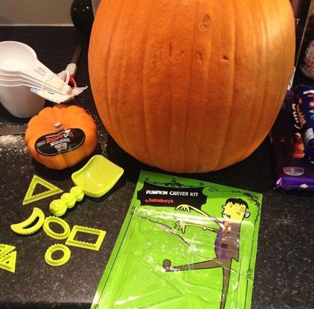 Katie Piper carving pumpkins, Instagram, 30/10/14
