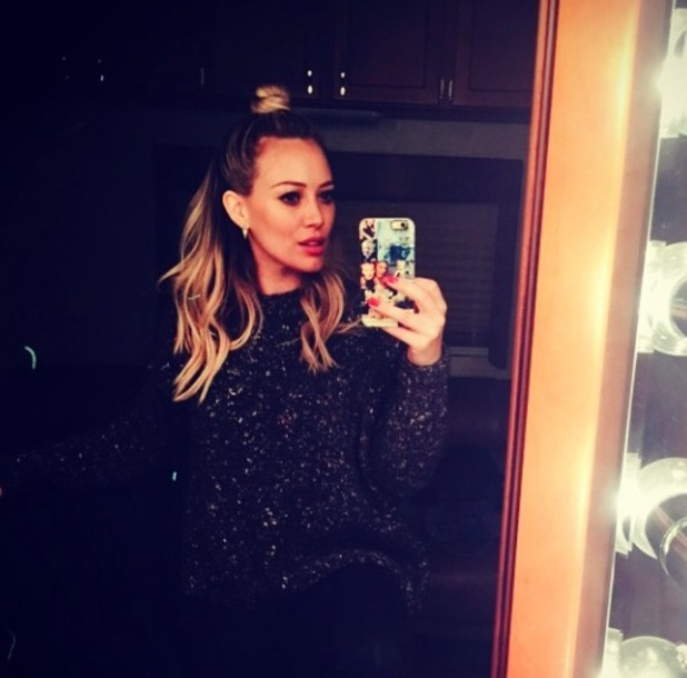 Hilary Duff backstage selfie with hair in a half-up topknot, 29 October 2014