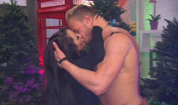 Marnie Simpson and Kyle Christie kiss, Geordie Shore, MTV 4 November