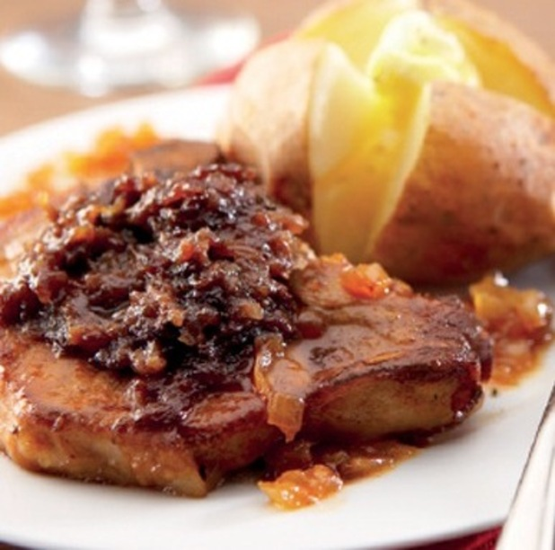 Pork chops with apples and pears