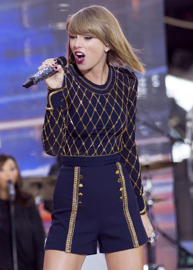 Taylor Swift performing live on 'Good Morning America' in New York's Times Square - 30/10/2014.