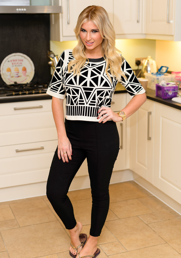 Billie Faiers hosts a girls' night in for an upcoming episode of TOWIE - 5 November 2014