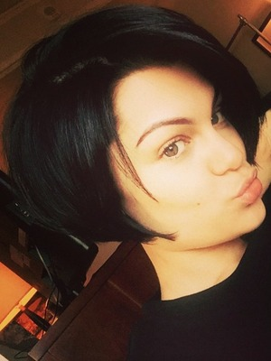 Jessie J shows off her real hair after a new cut by Alisha Dobson, 12 November 2014