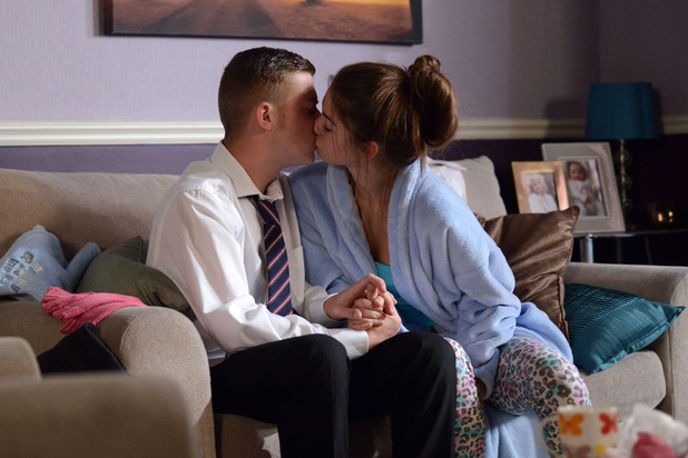 EastEnders, Cindy kisses Liam, Mon 24 Nov