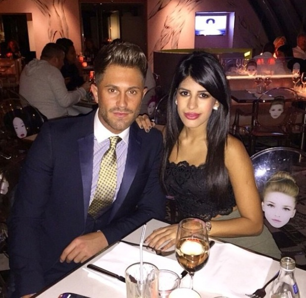 TOWIE's Jasmin Walia enjoying dinner with Ross Worswick - 17 November.