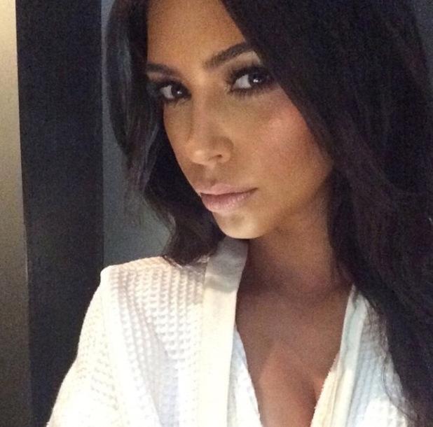 Kim Kardashian takes a selfie, Melbourne, Australia 19 November
