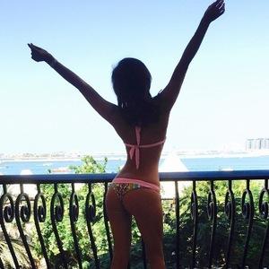 Lucy Mecklenburgh posts bikini picture for last day in Dubai 28 November