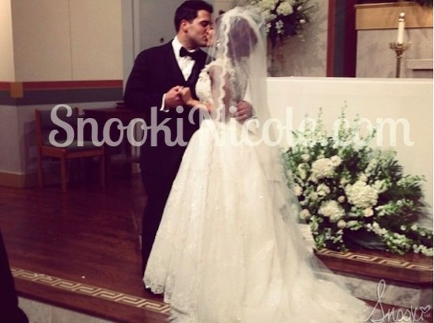 Snooki shares picture of her first kiss with Jionni LaValle as man and wife, 29 November 2014