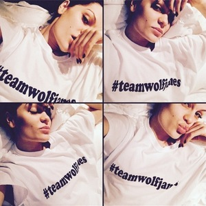 Jessie J wears #teamwolfjames jumper - 1 December 2014.