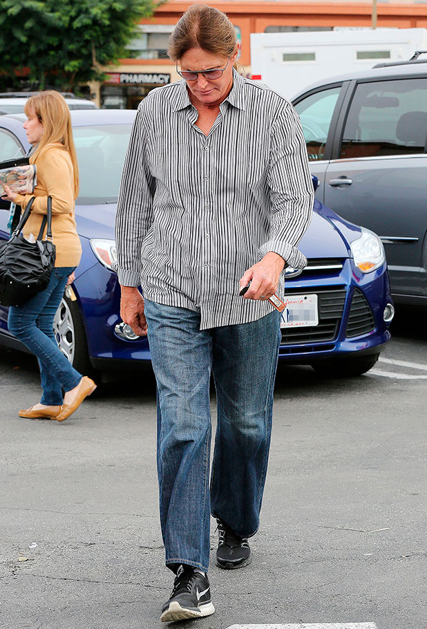 The Kardashians out and about, Los Angeles, America - 01 Dec 2014 Khloe Kardashian, Kim Kardashian join Bruce Jenner for lunch