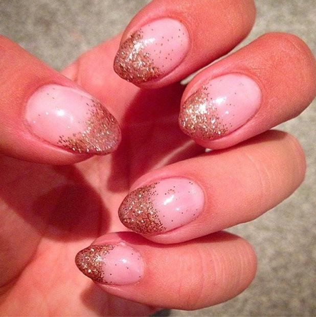 Ferne McCann rocks a gold glitter tip manicure - 9 December 2014