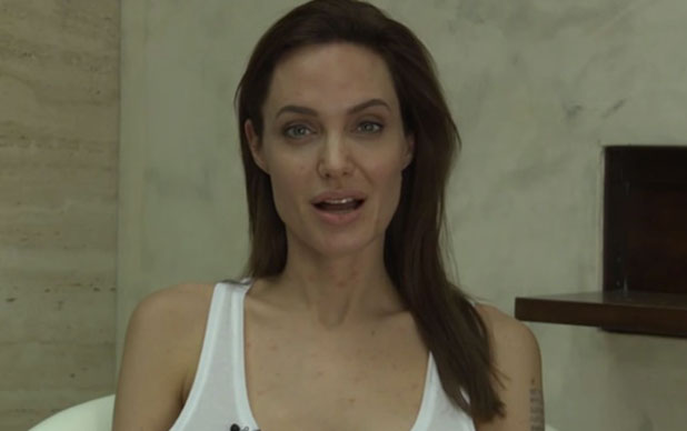 Angelina Jolie announces she has chicken pox, video 14 December 2014