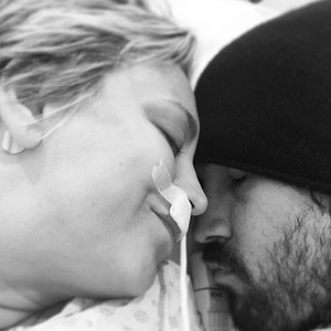Kaley Cuoco gets some TLC from husband Ryan Sweeting after operation, 27 December 2014