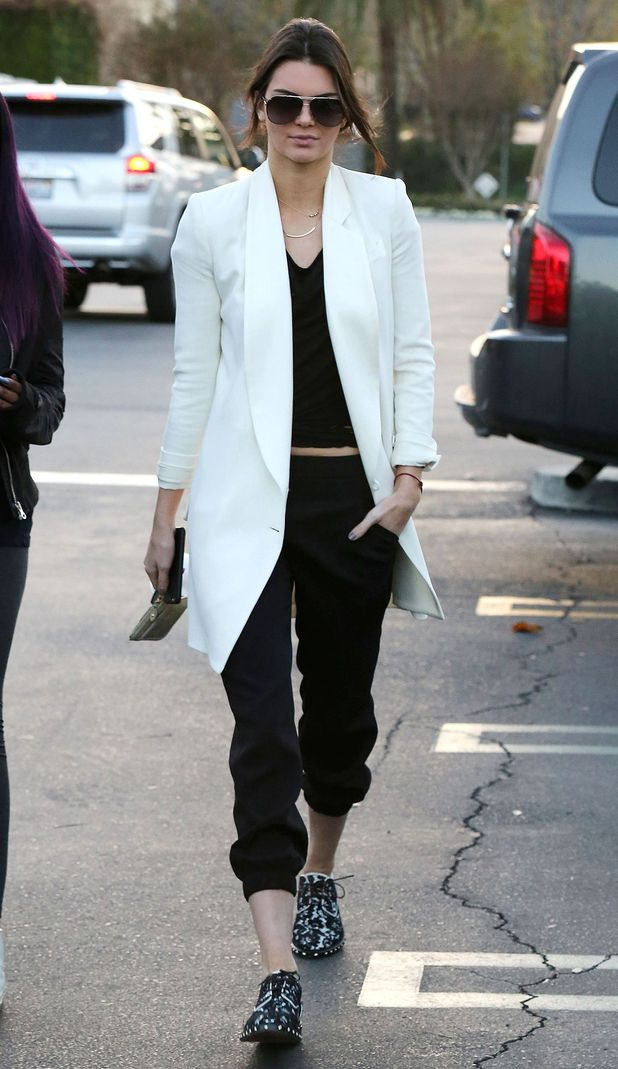 Kendall Jenner goes for lunch with friends in Calabasas, California - 3 January 2015