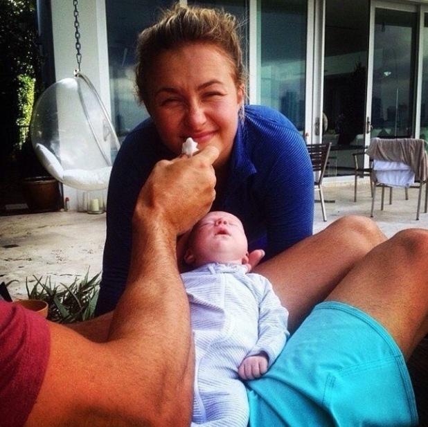 Hayden Panettiere poses with newborn daughter Kaya - 5 Jan 2015