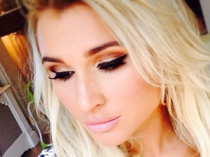 Billie Faiers takes a selfie while flaunting bronze smoky eyes and winged liquid liner - 28 January 2015