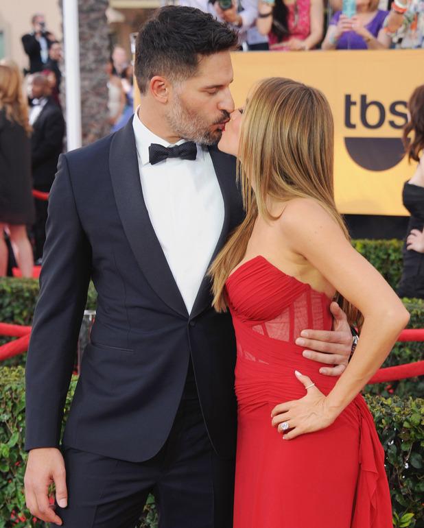 Sofia Vergara and Joe Manganiello kiss on red carpet, SAG Awards, LA 25 January