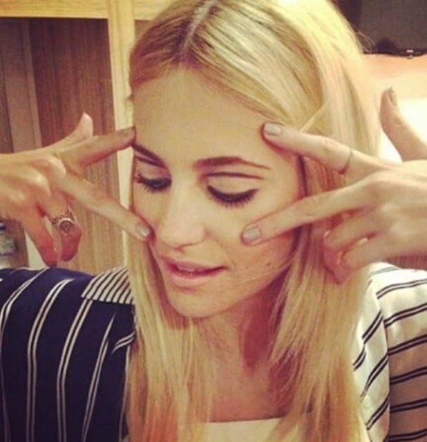 Pixie Lott's floating eyeliner make-up, Instagram, 12/2/15