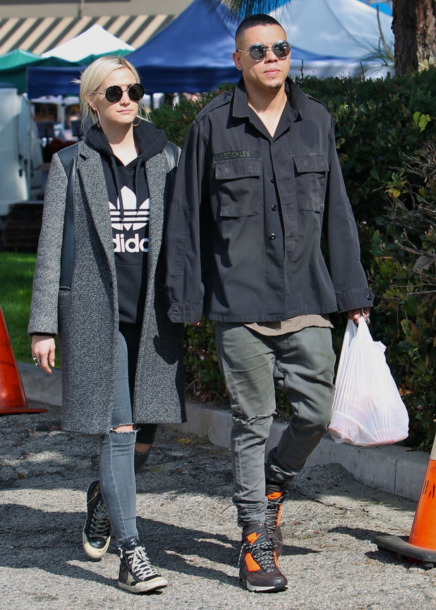 Ashlee Simpson and Evan Ross at the Studio City Farmers Market - Los Angeles - 8 February 2015.